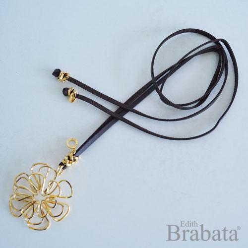 coleccione-garabatos-brabata-collar-flor-piel